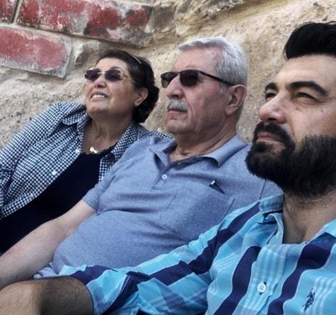 دمیر یامان و پدر و مادرش