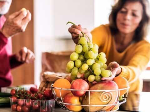 خوردن میوه قبل یا بعد غذا