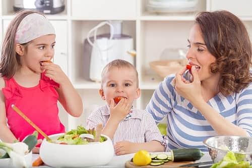 میوه را قبل غذا بخوریم یا بعد غذا